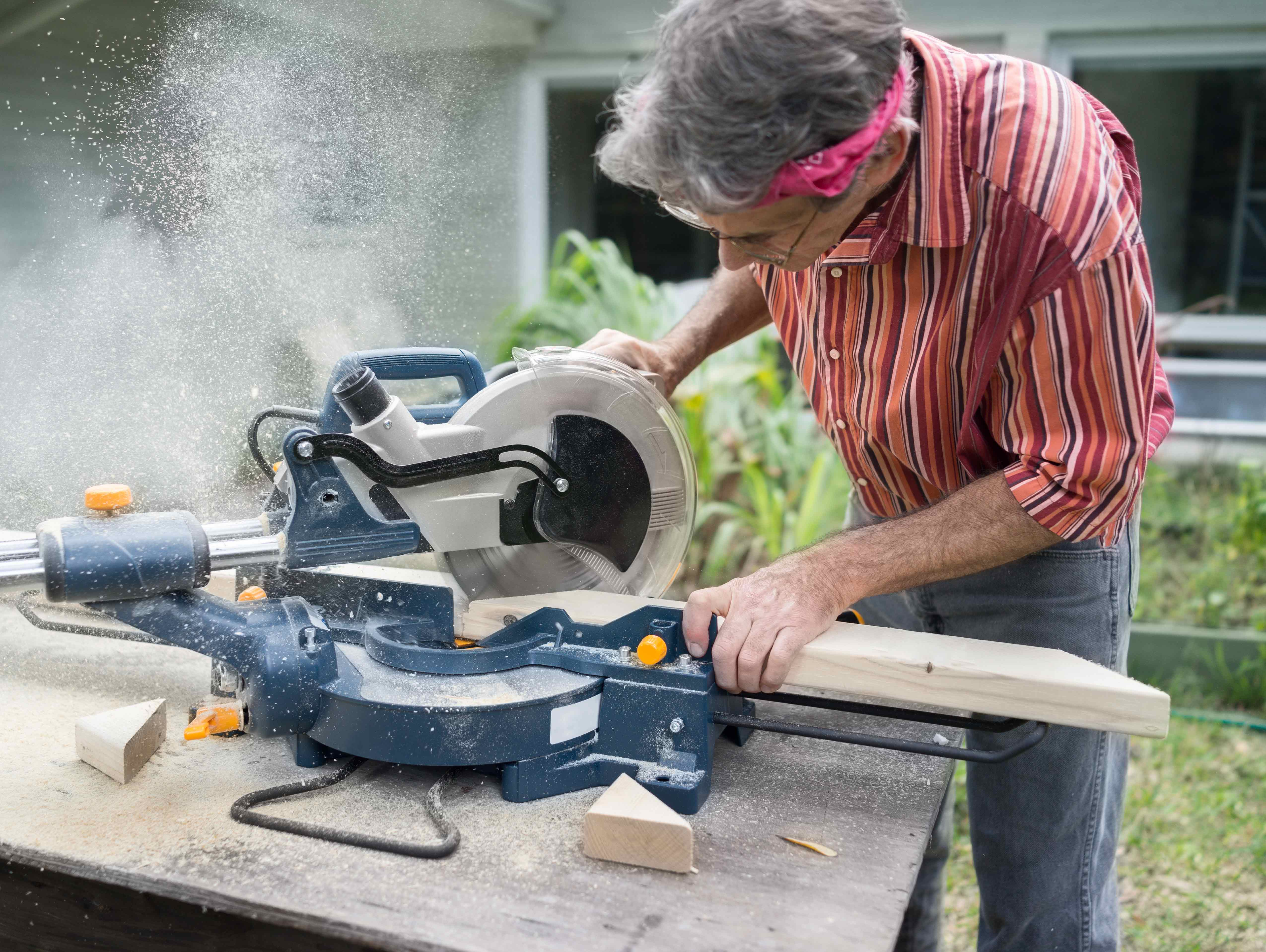 Best Miter Saws (Sliding, Compound) - Reviews & Comparisons for 2019